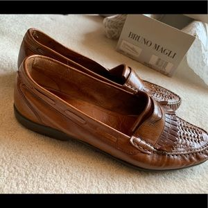 Bruno Magli Leather Loafer in Brown. Mens size 9.5